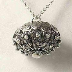 The Sardinian button - jewel Sardinia - Italy Ethnic Chic, Filigree Jewelry, Sardinia Italy, Precious Metal Clay, Gold Wire, Ethnic Jewelry, Classy And Fabulous, Traditional Outfits, Jewelery