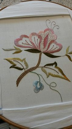 Marvelous Crewel Embroidery Long Short Soft Shading In Colors Ideas. Enchanting Crewel Embroidery Long Short Soft Shading In Colors Ideas. Embroidery Flowers Pattern, Embroidery Works, Embroidery Needles, Machine Embroidery Patterns, Hand Embroidery Designs, Ribbon Embroidery, Embroidery Kits, Bordado Jacobean, Jacobean Embroidery