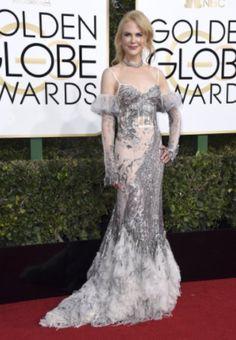 15 celebridades que fallaron notablemente en su vestimenta para los Golden Globe