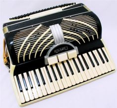 Concerto Pearl White 41 x 120 Key Vintage Accordion with Case Made in Italy | eBay