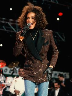 Whitney Houston breaks out her voice in a tribute for Nelson Mandela's 70th Birthday in 1988.