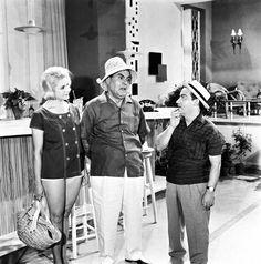 """ΠΟΠΗ ΛΑΖΟΥ, ΒΑΣΙΛΗΣ ΑΥΛΩΝΙΤΗΣ, ΝΙΚΟΣ ΡΙΖΟΣ """"Ο ΚΛΕΑΡΧΟΣ Η ΜΑΡΙΝΑ ΚΑΙ Ο ΚΟΝΤΟΣ"""" του ΝΙΚΟΥ ΤΣΙΦΟΡΟΥ 1961 Actor Studio, Old Movies, Classic Movies, Art Pictures, Old Photos, Greece, Comedy, Cinema, Actors"""