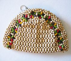 Hey, I found this really awesome Etsy listing at https://www.etsy.com/listing/220028815/vintage-40s-wood-bead-clutch-purse
