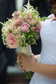 Thank you Samantha for sharing this beautiful image of your bouquet we created captured by Lighthouse Photos