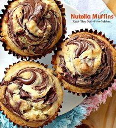 Oh my goodness, Nutella Muffins are heavenly. I have a confession to make. I've never tasted anything with Nutella before this. Quite frankly, I wondered wh (delicious chocolate) Muffin Recipes, Baking Recipes, Cookie Recipes, Dessert Recipes, Chili Recipes, Muffin Nutella, Nutella Spread, Banana Nutella Muffins, Homemade Muffins