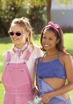 Alicia Silverstone and Stacey Dash in Clueless 1990 Style, Style Année 90, Trendy Style, Clueless Aesthetic, 90s Aesthetic, Aesthetic Outfit, Mode Outfits, 90s Grunge, Mean Girls