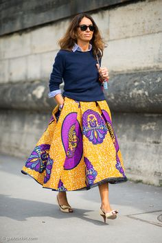 That skirt is simply not to be ignored. Dare you. #VivianaVolpicella