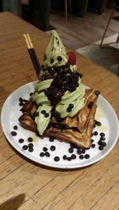 Choco chip waffle with matcha ice cream @Shirokuma, PIK, Jakarta