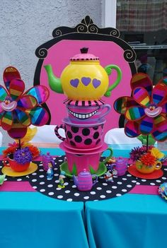 "mad hatter graduation themed party ideas | Foto 4 di 7: Wonderland / Mad Hatter / Birthday ""Alice nel paese delle ..."