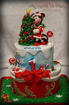 Mickey Mouse Disney Christmas Cake | #christmas #xmas #holidays #xmaswedding #christmaswedding