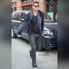 Who's the cool guy? Robin Thicke got his swag on as he strolled down the sidewalk in his wet-look black jeans and street-cool black hi-top sneakers.  Throw in a pair of cool Shoe String King shoelaces. Tap our bio now and buy our strings!  #SSKmale #RobinThicke #black #hitop #sneakers #celebrity #model #jacket #jeans #urban #trend #fashion #kickstagram #instagood #instapic #instastyle #instatrend #instafashion #solecollector #shoescommunity #spring #weekdays #shoelaces #shoestrings #followme