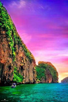 Phi Phi Islands, Thailand Travel Destination.. Learn to speak Thai for your Trip to Thailand http://learnthai.ca/ Visit us for more interesting pictures.....