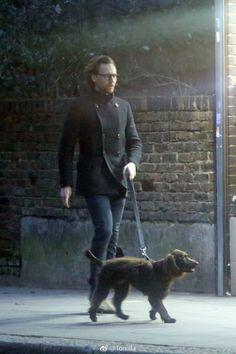 Loki Sad, Loki Thor, Loki Laufeyson, Tom Hiddleston Loki, Thomas William Hiddleston, Toms, Walks In London, Tall Guys, Tall Men