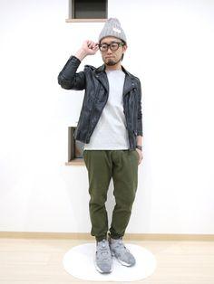 グレー×ブラック×グリーン。      ライダースジャケット:H&M  カットソー:URBAN RE