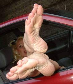 Feet Soles, Women's Feet, Pretty Toes, Pretty Face, Feet Show, Queen Of Spades, Gorgeous Feet, Female Feet, Women Legs