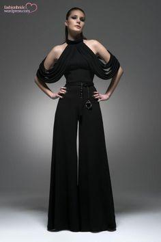 Isabel Sanchis 2015 Spring Evening Collection – The FashionBrides Look Fashion, High Fashion, Fashion Show, Womens Fashion, Fashion Design, 90s Fashion, Vestidos Fashion, Fashion Dresses, Glamouröse Outfits