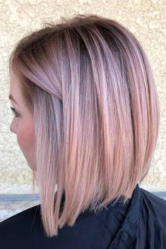 Rose gold hair color is here to stay and we are living for it! Read on for ideas on how to turn your rose gold hair color dreams into a reality. Haircuts For Straight Fine Hair, Short Hair Cuts, Short Hair Styles, Fine Hair Haircuts, Gold Hair Colors, Hair Color Pink, Trendy Hair Colors, Brunette Color, Cabelo Rose Gold