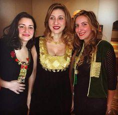 Broderie tunisienne sur robes en soie pour jeunes femmes