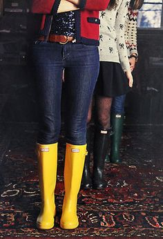 Hunter boots via Classy Girls Wear Pearls Preppy Style, Style Me, Yellow Rain Boots, Yellow Wellies, Over Boots, Mein Style, Classy Girl, Boating Outfit, Hunter Boots