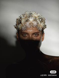 Headdress by Yana Markova Тиара Яна Маркова #тиара #tiaras #jewelry #accessories # yanamarkova #янамаркова Headdress, Headpiece, Markova, Buddha, Statue, Jewelry Accessories, Art, Instagram, Head Bands