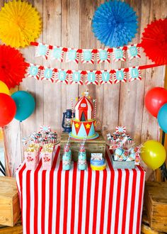 Searching for a gender neutral, yet bright and fun party? Check out this Backyard Carnival Party here at Kara's Party Ideas! Carnival Party Foods, Carnival Cupcakes, Carnival Birthday Parties, Carnival Themes, Birthday Party Themes, Circus Party Decorations, Halloween Party Decor, 1st Boy Birthday, Circus Birthday