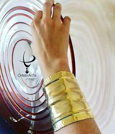 Así luce nuestro maxi brazalete hecho en cobre bañado en oro, hecho a mano…