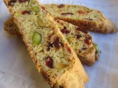Time to bake! 13 different lowfat/low cal biscotti recipes to bake! 13 different lowfat/low cal biscotti recipes Recipes Biscotti Rezept, Pistachio Biscotti, Biscotti Cookies, Almond Cookies, Chocolate Cookies, Ww Recipes, Easy Healthy Recipes, Cookie Recipes, Dessert Recipes