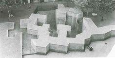 Plaza de los Fueros  .  Chillida  .  1982