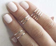 Unauffällige, schmale Ringe für oberhalb der Knöchel. Hier entdecken und kaufen: http://sturbock.me/vev