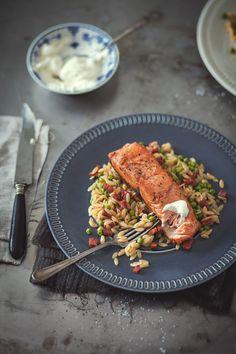 Salmon with chorizo orzo, sweet peas & lemon whipped cream - Trois fois par jour Chorizo, Polenta, Lemon Whipped Cream, Gnocchi, Risotto, Shellfish Recipes, Quinoa, Fish And Seafood, I Foods