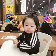 jaehyuns jjh klein mom and baby ulzzang vater ayah jaehyun jjh kecil ღ¸ Cute Baby Boy, Cute Little Baby, Mom And Baby, Little Babies, Cute Kids, Baby Kids, Cute Asian Babies, Korean Babies, Asian Kids