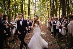 Heiraten inmitten der Bäume in der Nähe von Graz. Standesamtlich oder zeremoniell. Im kleinsten Kreis oder mit all euren Liebsten. Sag ja! Sag Ja, Mermaid Wedding, Wedding Dresses, Fashion, Graz, Getting Married, Bride Dresses, Moda, Bridal Wedding Dresses