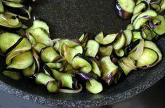 만물상에 소개된 쫄깃한 파프리카 가지볶음 만드는 법 Sprouts, Vegetables, Food, Essen, Vegetable Recipes, Meals, Yemek, Veggies, Eten