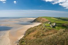 Llansteffan - Standing on a headland overlooking the mouth of the river Towy, the castle was built by the Normans after 1100. The castle fell to Llywelyn ap Gruffudd in 1257 and b y 1367 it was described as being in a poor state.