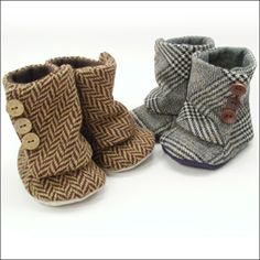 I want a little girl now so I can dress her in leggins and these little booties!