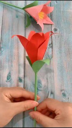 Flower Oragami, Paper Origami Flowers, Origami Lily, Origami Flowers Tutorial, Instruções Origami, Easy Paper Flowers, Kids Origami, Paper Crafts Origami, Pink Crafts