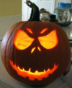 53 Genius Scary Pumpkin Decorating Ideas to Try This Halloween Pumpkin Face Carving, Scary Pumpkin Faces, Pumpkin Carving Templates, Jack Skellington Kürbis, Jack Skellington Pumpkin Carving, Cute Halloween, Halloween Treats, Halloween Pumpkins, Halloween Season