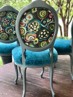 Idee per mobili funky – Recycled Furnitures Ideas Furniture Logo, Funky Furniture, Classic Furniture, Unique Furniture, Furniture Makeover, Painted Furniture, Furniture Stores, Upcycled Furniture, Furniture Design