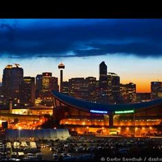 Calgary, Saddledome in front