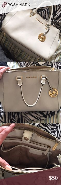 55d4e00d63da Michael kors Selma xl Limited edition,rare,discontinued Michael kors gold  studded saffiano leather Selma XL. In the color luggage. Comes with adjus…