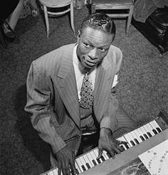Nat King Cole 1919-1965 Pianista y cantante  estadounidense de jazz y pop.  Actuó en La Habana en el  cabaret Tropicana, en 1956.