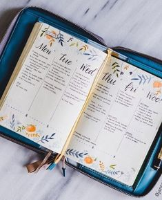 Método Bullet Journal - La Trastienda de LiderlampEl Método Bullet Journal - La Trastienda de Liderlamp Sugar Lump Studios - Page 3 Bullet journal layout inspiration A weekly spread with pink accents and flower drawings in bullet journal Bullet Journal Monthly Log, Bullet Journal Spreads, Bullet Journal 2020, Bullet Journal Aesthetic, Bullet Journal Notebook, Bullet Journal Ideas Pages, Bullet Journal Inspo, Bullet Journal Layout, My Journal