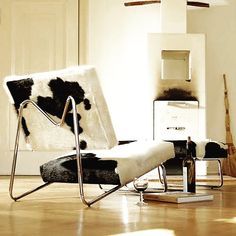 Herbert Hirche designed the prototype of the ›Lounge Chair‹ for his home. In we produced the chair for the first time featuring different fabrics (also suitable for outdoor use), leather and cowhide. 50s Furniture, Cowhide Furniture, Steel Furniture, Bauhaus, Lounge Chair, Cow Skin, Floor Chair, Armchair, Upholstery