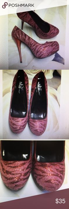 Shi pink glitter stiletto heels textured size 8 Shi pink glitter stiletto textured heels rounded toe zebra stripe woman size 8 all man made materials shi Shoes Heels