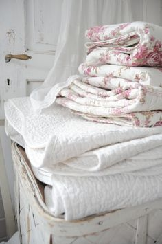 ZsaZsa Bellagio – Like No Other: Shabby Chic Beautiful White Cottage, Rose Cottage, Cottage Chic, Cottage Style, Estilo Shabby Chic, Shabby Chic Style, Shabby Chic Decor, Granny Chic, Linens And Lace