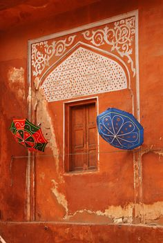Pink City Umbrellas ♦ Jaipur, Rajasthan, India by Skye Hohmann Decoration Restaurant, Taj Mahal, Colorful Umbrellas, Indian Architecture, Ancient Architecture, Architecture Design, Amazing India, Rajasthan India, India Travel
