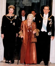 Queen Margrethe of Denmark. Queen Anne-Marie of Greece, Queen Ingrid of Denmark and King Constantine / Konstantin of Greece. Banquet at Christiansborg Slot, Copenhagen Queen Mary, Queen Anne, King Queen, Charles Et Camilla, Greek Royalty, Greek Royal Family, Prince Héritier, Royal Jewels, Faroe Islands