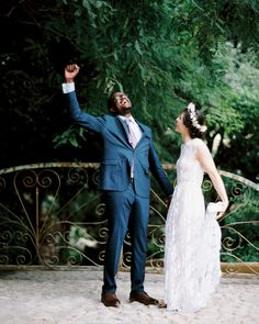 We're not going to sugarcoat it: Planning a wedding can be stressful. Our checklists, advice pieces, and inspiration photos are here to help. Budget Wedding, Plan Your Wedding, Wedding Tips, Wedding Day, Cake Wedding, Wedding Favors, Wedding Flowers, Summer Wedding, Wedding Stuff