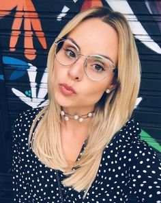 Usar óculos de grau nunca foi tão estiloso! A linda @laylamonteiro arrasou na escolha! #dior #sideralo #diorsideralo #oticaswanny #laylamonteiro Glasses Frames, Eye Glasses, Covet Fashion, Girl Fashion, Optical Eyewear, Square Faces, Girls With Glasses, Womens Glasses, Style Inspiration
