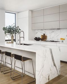 10 Jaw-Droping Interiors av Jean-Louis Deniot Noe Valley Modern, Kitchen, San Francisco, CA Modern Kitchen Design, Interior Design Kitchen, Modern Interior Design, Kitchen Contemporary, Kitchen Designs, Modern Kitchen Interiors, Diy Interior, Modern Art, Home Decor Kitchen